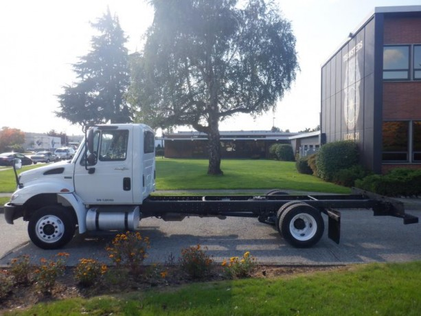 2013-international-4300-durastar-cab-and-chassis-diesel-with-hydraulic-brakes-international-4300-durastar-big-2