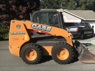2015 CASE SR 200 Skid Steer with only 570 hours - new tires